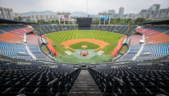 The Jamsil Baseball Stadium in Seoul is empty on Tuesday after the Korea Baseball Organization suspended games until Aug. 9 due to the Covid-19 pandemic.  [NEWS1]