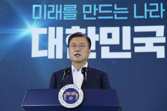 President Moon Jae-in announces the so-called Korean New Deal 2.0 at the Blue House. [BLUE HOUSE]