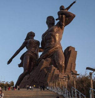 The African Renaissance Monument near Dakar, Senegal, was one of the sculptures built by Mansudae Overseas Projects before such commissions were forbidden by the United Nations Security Council in 2017. [JOONGANG PHOTO]