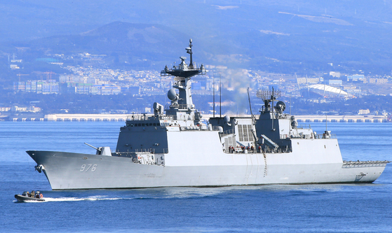 The Navy's Munmu the Great destroyer, where six crewmembers tested positive on Thursday while the ship was on a peacekeeping and anti-piracy mission in the Gulf of Aden, eastern Africa. [YONHAP]