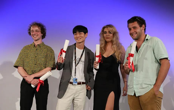 Korean director Yoon Dae-woen, second from left, receives second prize for his short film ″Cicada″ (2021) at this year's Cinéfondation. [MATHILDE GARDEL/AFFIF]