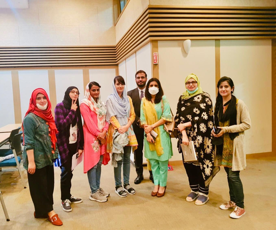 Ambassador Baloch, third from right, with Pakistani students in Korea on Aug. 2, 2020. [TWITTER ACCOUNT OF EMBASSY OF PAKISTAN IN KOREA]
