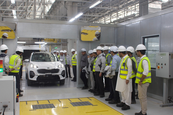 A Kia car being produced at factory of Lucky Motor Corporation Ltd., as part of the partnership between YB Group and Kia Motors in Pakistan. [EMBASSY OF PAKISTAN IN KOREA]