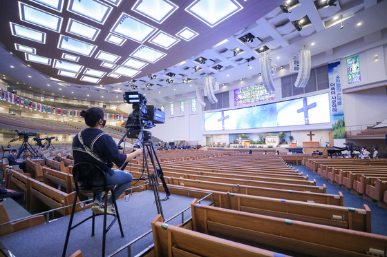 The SaRang Church in Seocho District, southern Seoul, holds a service online on Sunday as Level 4 social distancing rules only allow 20 people to gather in the church.  [YONHAP]