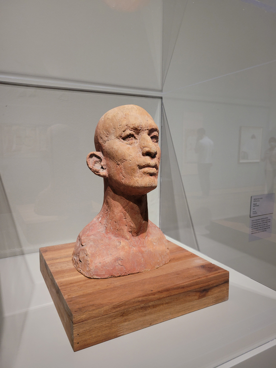 """""""Self-portrait,"""" a terracotta sculpture by Kwon Jinkyu, is part of the """"MMCA Lee Kun-hee Collection: Masterpieces of Korean Art"""" exhibition. [MOON SO-YOUNG]"""