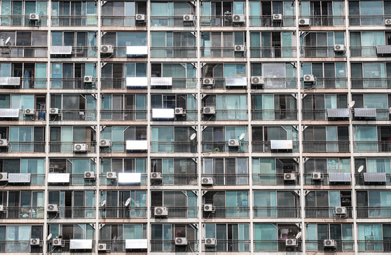Air conditioners installed on an apartment in Gwanak District, Seoul, on Tuesday. As temperatures continue to rise, air conditioner user has led to a spike in energy consumption. [YONHAP]