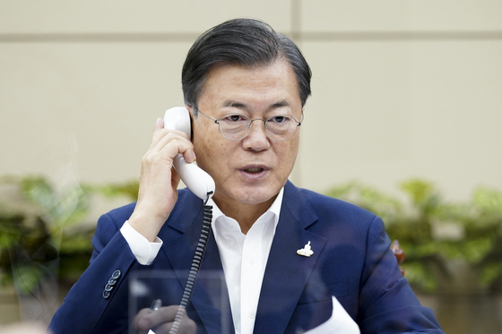 President Moon Jae-in talks with newly elected Prime Minister of Japan, Yoshihide Suga, on the phone on Sept. 24, 2020.  [BLUE HOUSE]