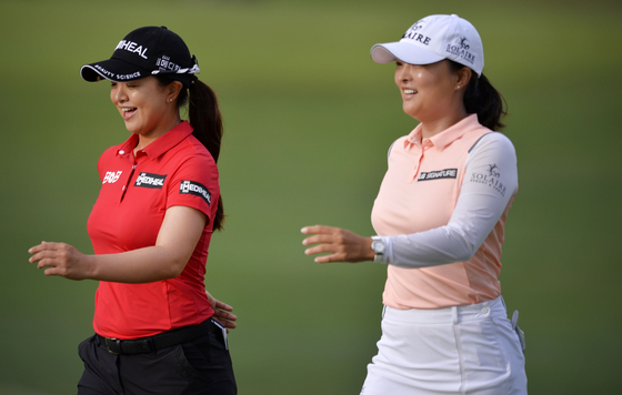Kim Sei-young and Ko Jin-young walk from the first tee during the second round of the KPMG Women's PGA Championship at Atlanta Athletic Club on June 25 in Johns Creek, Georgia. [AFP/YONHAP]