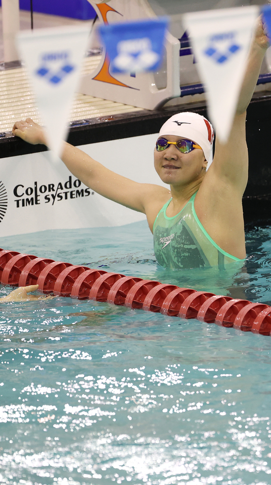Lee Eun-ji reacts to her victory in the women's 200-meter backstroke race at the national team trials at Jeju Sports Complex in Jeju, Jeju Island, on May 16. [YONHAP]