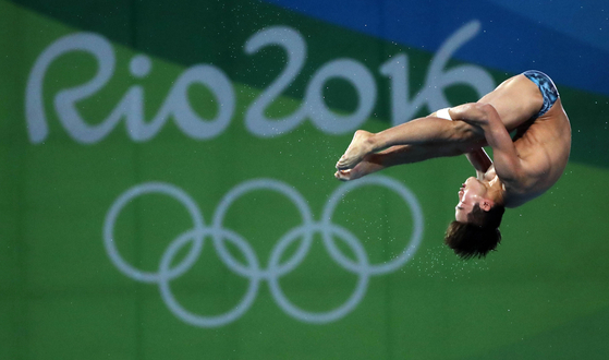 Woo Ha-ram competes at the men's 10-meter platform event at the 2016 Rio Olympics. Woo finished 11th to become the first Korean diver to advance to the finals for the event.  [JOINT PRESS CORPS]