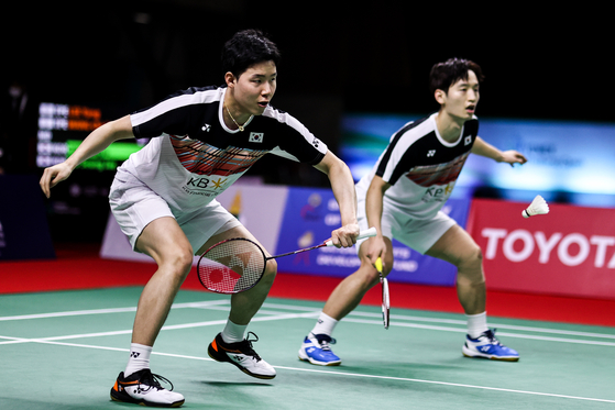 Seo Seung-jae and Choi Sol-gyu compete in the men's pairs match against Russia at the HSBC BWF World Tour Finals 2020 on Jan. 29 this year in Bangkok, Thailand. The duo won the match 2-1. [YONHAP]