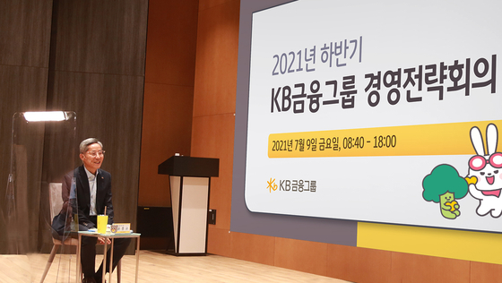 KB Financial Group Chairman Yoon Jong-kyoo speaks during the group's executive meeting earlier this month in Seoul. [KB FINANCIAL GROUP]