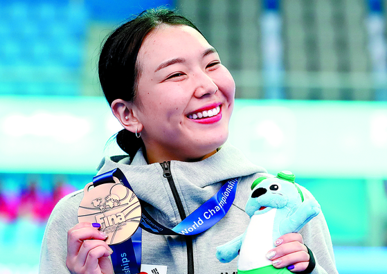 Kim Su-ji holds her bronze medal after finishing third at the women's one-meter springboard event at the FINA World Championship held in Gwangju in July 13, 2019.