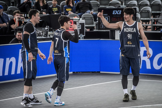 From left to right, Kim Min-seob, Park Min-su and Park Jin-su play against Turkey at the 2019 FIBA 3x3 World Cup on June 19, 2019 in Amsterdam, Netherlands. [FIBA]