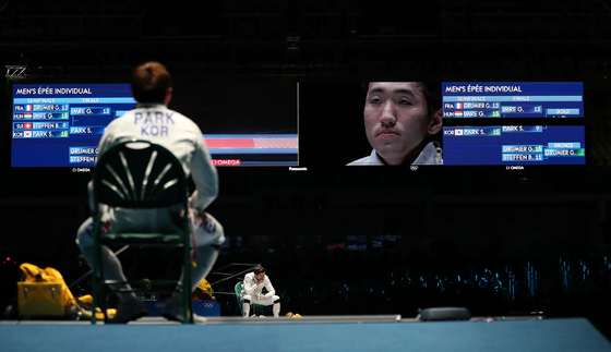 """Park Sang-young gives himself a pep talk, saying """"I can do this,"""" during the gold medal match at the 2016 Rio Olympics. [JOINT PRESS CORPS]"""