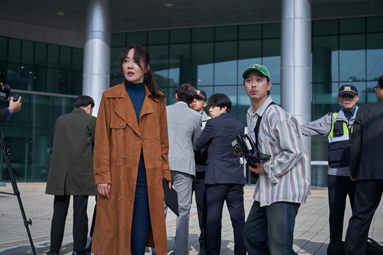 """Actor Uhm Ji-won, left, is seen from the movie """"The Cursed: Dead Man's Prey."""" [CJ ENM]"""