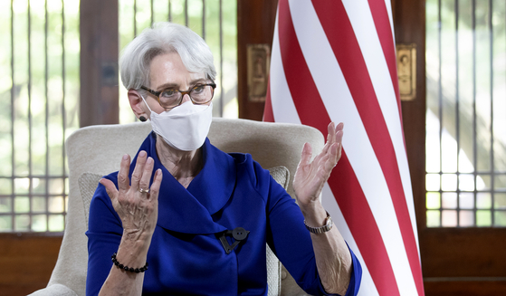 U.S. Deputy Secretary of State Wendy Sherman sits for an interview with the JoongAng Ilbo Friday at the U.S. ambassador's residence in central Seoul. [LIM HYUN-DONG]