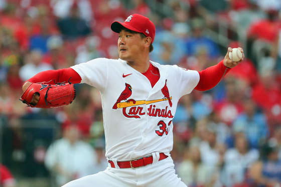 Kim Kwang-hyun of the St. Louis Cardinals delivers a pitch against the Chicago Cubs in the first inning at Busch Stadium on July 22 in St Louis, Missouri. [AFP/YONHAP]