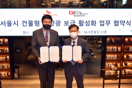 Late June, SK Energy signed a business partnership with solar module maker Seoul PhotoVoltaic to work together on generating solar power. SK Energy will offer its gas stations and Seoul PhotoVoltaic builds solar power generators there. [SK INNOVATION]