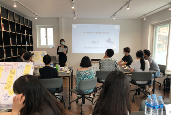 A workshop session hosted at Share One Sillim. [Research Lab for Single Household Life]