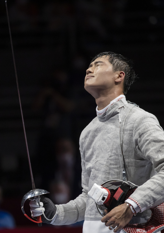 Oh Sang-uk looks disappointed after dropping out of the quarterfinals against Sandro Bazadze of Georgia at Makuhari Messe Hall Chiba, Japan on Saturday. [JOINT PRESS CORPS]