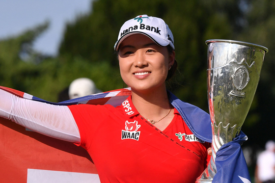 Lee Min-jee poses with the trophy after winning the Amundi Evian Championship. [AFP/YONHAP]