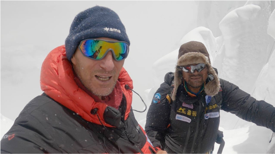 Vitaly Lazo, left, a Russian mountaineer and rescuer, in this photo taken with Kim Hong-bin, in what Lazo recalls was 10 minutes before Kim's possibly fatal fall. The photo was posted on Risk.ru in an account cited to have been written by Lazo. [VITALY LAZO]