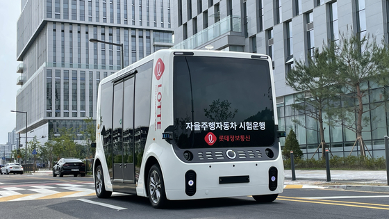 The government granted provisional approval for the trial operation of a Lotte Data Communication's shuttle, above, in Sejong. [LOTTE GROUP]