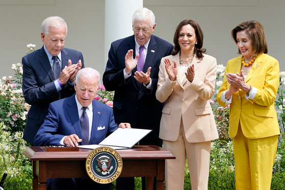 U.S. President Joe Biden, seated left, signed a proclamation on Tuesday establishing July 27 as National Korean War Veterans Armistice Day in the United States. [AP/YONHAP]