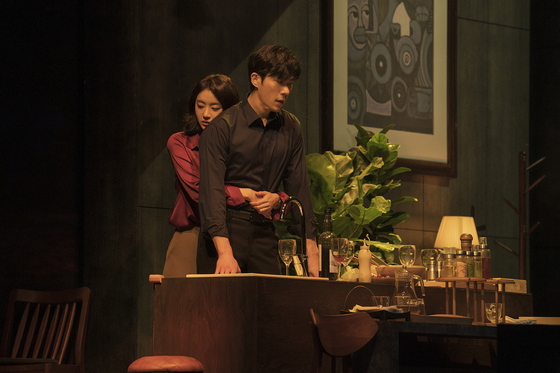 The play ″Intimate Strangers,″ based on the Italian film ″Perfect Strangers″ (2008) is being staged at the Sejong Center for the Performing Arts in central Seoul. [SHOWNOTE]