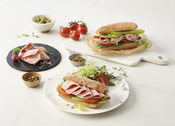Sandwiches made with plant-based meat from Better meat, a Shinsegae Food brand introduced on Wednesday. [SHINSEGAE FOOD]