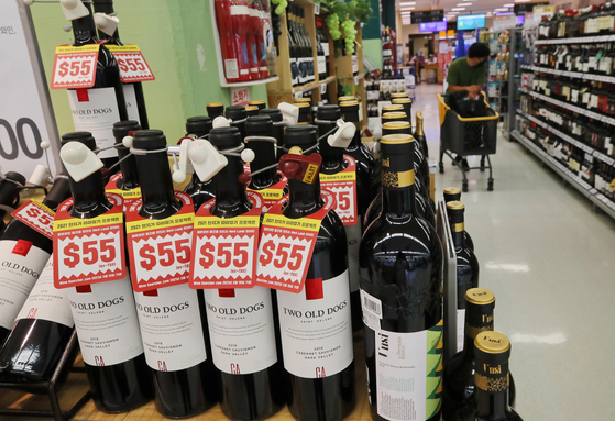 Wine bottles are stacked on a shelf at a retail market in Seoul on Thursday. According to the Korea Customs Service's trading report released on Thursday, Korea imported $236.88 million worth of wine during the first half of 2021, a 110 percent increase on year. The liquor industry cited the Covid-19 pandemic as the reason for the surge, because more people stay at home and drink alone. [YONHAP]