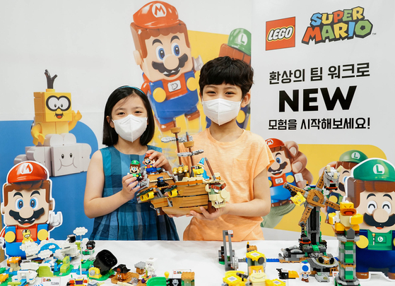 Models hold the Bowser's Airship Expansion Set by Lego at Space Raon, Gwanghwamun, central Seoul, on Thursday. The new expansion pack is a recent addition to the Lego Super Mario series. [YONHAP]