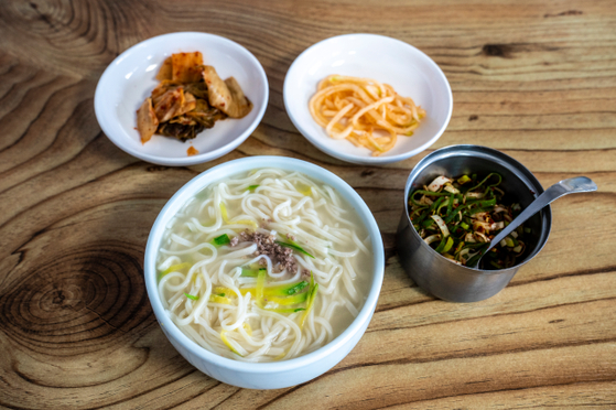 Kalguksu noodles at Guksijib [SEOUL TOURISM ORGANIZATION]