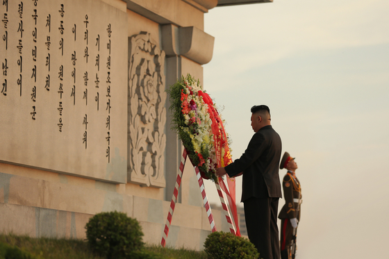North Korean leader Kim Jong-un places a wreath at the Friendship Tower, commemorating Chinese soldiers who were killed in the Korean War, in Pyongyang on Wednesday, in a photo carried by the North's Korean Central News Agency (KCNA). [KCNA]