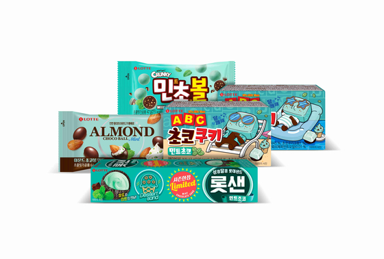 Four Lotte Confectionery snacks featuring mint chocolate flavor [LOTTE CONFECTIONERY]