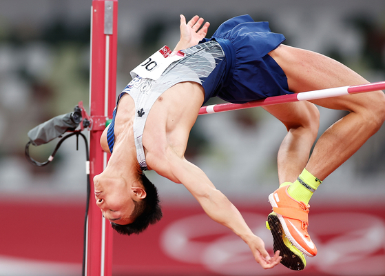Woo Sang-hyeok competes during the men's high jump final at the Tokyo 2020 Olympic Games in Tokyo, Japan on Sunday. [XINHUA/YONHAP]