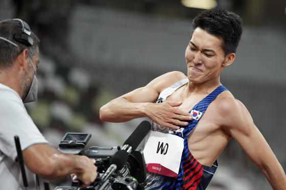 Woo Sang-Hyeok gestures to a television camera during the men's high jump final at the 2020 Summer Olympics on Sunday in Tokyo. [AP/ YONHAp]