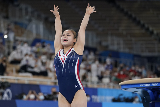 Korea's Yeo Seo-jeong performs on the vault during the artistic gymnastics women's apparatus final at the 2020 Summer Olympics on Sunday in Tokyo, Japan. [AP/YONHAP]