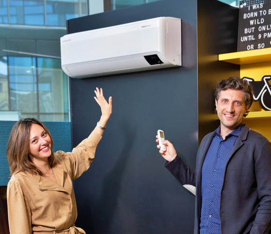 Samsung Electronics' employees in Italy shows off the wind-free air conditioner in a show room. [SAMSUNG ELECTRONICS]