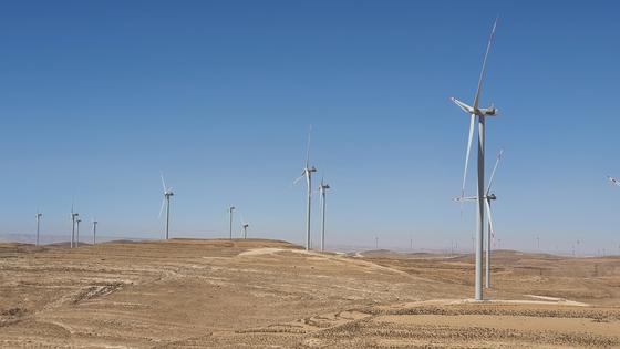 Wind power generators by Korea Southern Power operate in Jordan on Saturday. A total of 15 generators were installed by Korea Southern Power and DL Energy in Tafila in southern Jordan. [YONHAP]