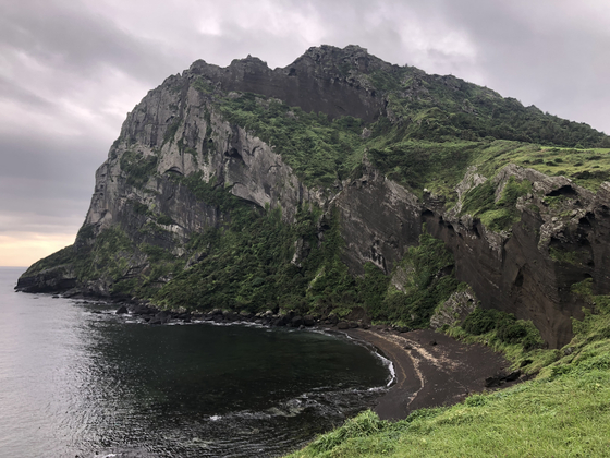 """Korea's first and only Unesco designated natural heritage """"Jeju Volcanic Island and Lava Tubes,"""" include Seongsan Ilchulbong. [YIM SEUNG-HYE]"""