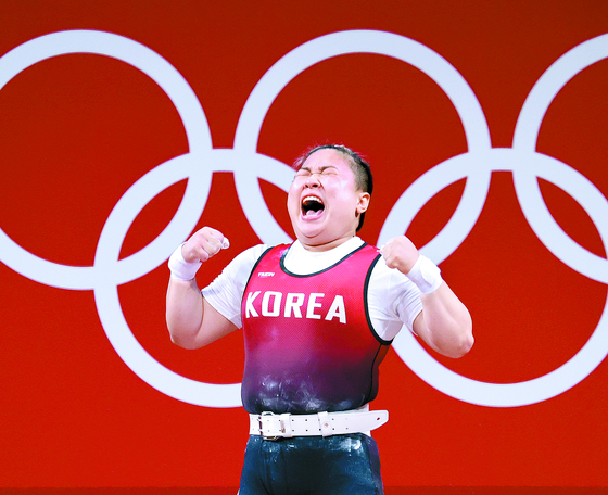 Twenty-six-year-old weightlifter Kim Su-hyeon, who missed out on the bronze medal in the women's 76 kilogram on Sunday. [YONHAP]