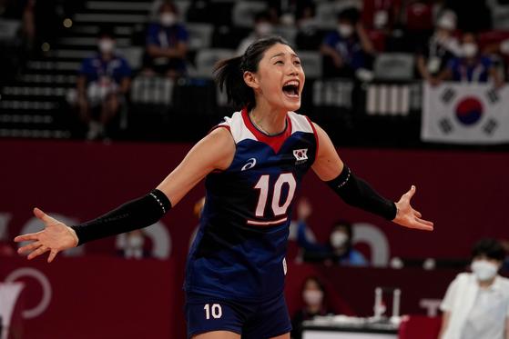 2020년 도쿄 하계올림픽 여자배구 한국과 터키의 8강전에서 김연공이 환호하고 있다. [AP/YONHAP]