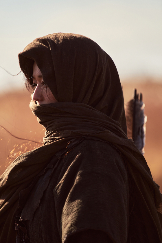 """Actor Jun Ji-hyun as Ashin in Netflix's """"Kingdom: Ashin of the North."""" She is one of the first characters to discover the usage of """"saengsacho,"""" the resurrection plant which can turn people into zombies. [NETFLIX]"""