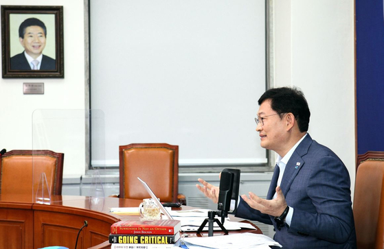 Song Young-gil, chairman of the ruling Democratic Party (DP), speaks at a virtual session of the Aspen Security Forum on Tuesday. [DEMOCRATIC PARTY]