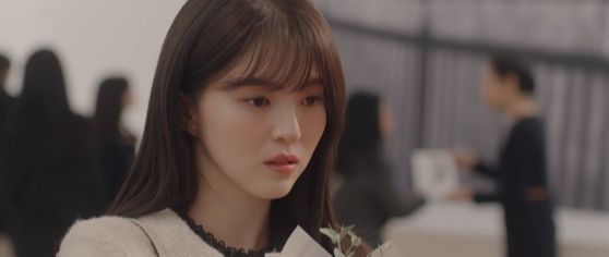 """JTBC's drama """"Nevertheless"""" features a character named Nabi who is startled to see an artwork named after her at her ex-boyfriend's exhibition. Chopin is played to make the scene more dramatic. [JTBC]"""