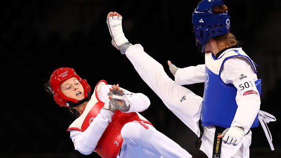 Lauren Williams of Britain in action against Matea Jelic of Croatia during a gold medal match on July 26. [REUTERS/YONHAP]