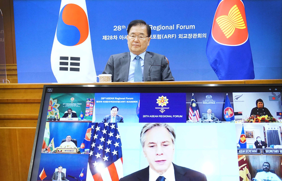 South Korean Foreign Minister Chung Eui-yong, top, takes part in a virtual Asean Regional Forum (ARF) Friday. Chinese Foreign Minister Wang Yi and U.S. Secretary of State Antony Blinken also part in the ARF, while North Korea was represented by Ambassador to Indonesia An Kwang-il. [FOREIGN MINISTRY]