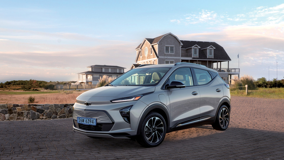 GM Korea revealed specs of its soon-to-be-introduced all-electric Bolt EUV on Monday, which can run 403 kilometers on a single charge with an LG Energy Solution's 66 kilowatt-hour battery. Its price before the state subsidy starts from 44.9 million won. [GM KOREA]